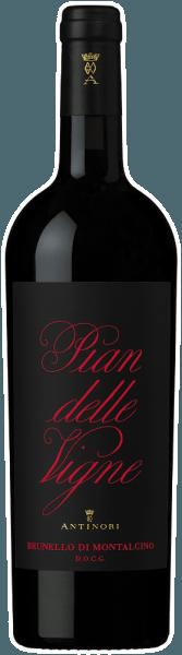 Der Pian delle Vigne Brunello di Montalcino DOCG von Tenuta Pian delle Vigne präsentiert sich in einer intensiven, rubinroten Farbe im Glas. An der Nase entfalten sich fruchtige und blumige Noten, herrlich ergänzt von würzigen Anklängen und baslamischen Aromen, die dem Wein Frische und Komplexität verleihen. Am Gaumen zeigt der Brunello von Pian delle Vigne einen perfekten cremigen Auftakt, trocken mit weichen und seidigen Tanninen, herrlich rund und einnehmend im Geschmack. Sehr langer, nachhaltiger und gefälliger Abgang. Vinifikation des Pian delle Vigne Brunello di Montalcino DOCG von Tenuta Pian delle Vigne Brunello di Montalcino wird zu 100% aus der Rebsorte Sangiovese grosso erzeugt, die in dieser Gegend Brunello genannt wird. Im Weinberg und im Weinkeller werden die Trauben vorselektiert, anschließend entrappt und sanft gepresst, in Edelstahlbehälter gefüllt, wo dann die alkoholische Gärung und anschließende Mazeration auf den Schalen, sowie malolaktische Gärung über etwa drei Wochen bei kontrollierter Temperatur von 28°C stattfindet. Der Wein wird dann in große Eichenholzfässer mit 30 bis 80 Hektoliter Fassungsvermögen umngefüllt, wo er lange ausgebaut wird bevor er dann fast zweieinhalb Jahre später im April in Flaschen abgefüllt wird. Erst nach einer weitere Ruhezeit im Flaschenlager gelangt er in den Verkauf. Speiseempfehlungen für den Pian delle Vigne Brunello di Montalcino DOCG Wir empfehlen diesen ikonischen Rotwein aus der Toskana zu geschmorten und gegrillten Fleischgerichten mit kräftigen Saucen, zu Wild, würzigen Speisen und aromatischen Käsesorten. Es empfiehlt sich den Pian delle Vigne Brunello di Montalcino etwa 4 Stunden vor dem Genuß zu öffnen. Auszeichnungen für den Pian delle Vigne Brunello di Montalcino DOCG von Tenuta Pian delle Vigne Falstaff: 96 Punkte für 2015 James Suckling: 94 Punkte für 2015 Wine Enthusiast: 94 Punkte für 2015 Antonio Galloni: 94 Punkte für 2015 Gambero Rosso: 2 Gläser für 2012 James Suckling: 94 Punkte für 2012 und 