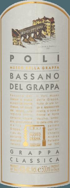Der Bassano del Grappa Classica von Jacopo Poli ist ein lebendiger, eleganter Grappa, der aus dem Trester der Cabernet Sauvignon und Merlot Traube destilliert wird. Eine klare, transparente Farbe präsentiert sich bei diesem Tresterbrand im Glas. Das aromatische Bouquet offenbart fruchtige Aromen nach saftigen Äpfeln, reifen Quitten und Backpflaumen. Sehr lebendig mit einem eleganten Körper umschmeichelt dieser italienische Tresterbrand den Gaumen. Ein sehr ausgewogener und harmonischer Grappa mit einem angenehmen Finale. Destillation des PoliBassano del Grappa Classica Der noch frische Trester der Merlot und Cabernet Sauvignon Trauben wird traditionell in alten Kupferbrennkesseln destilliert. Nach dem Brennvorgang hat dieser Grappa noch 75 Vol%. Durch die Zugabe von destilliertem Wasser erreicht dieser Tresterbrand einen Alkoholgehalt von 40 Vol%. Danach ruht dieser Grappa für insgesamt 6 Monate in Edelstahltanks, um abschließend sanft filtriert auf die Flasche gefüllt zu werden. Servierempfehlung für denBassano del Grappa Classica Jacopo Poli Genießen Sie diesen Grappa bei einer Temperatur von 10 bis 15 Grad Celsius als erfrischenden Digestif oder auch zu Nachspeisen aus feinem Gebäck.