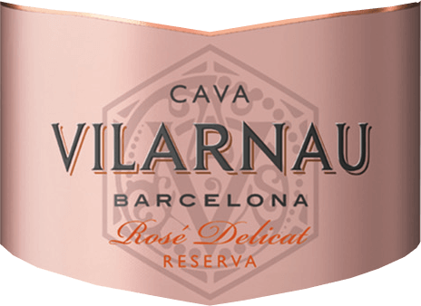 DerCava Brut Reserva Rosado von Vilarnau aus dem spanischen Weinanbaugebiet Katalonien wird aus den Rebsorten Trepat (85%) und Pinot Noir vinifiziert (15%) - ein wundervoll eleganter und saftiger Cava. Im Glas erstrahlt dieser Schaumwein in einem leuchtenden Himbeerrosa mit pinken Schattierungen. Die Perlage steigt in feinen, anhaltenden Perlenschnüren auf. Das kraftvolle Bouquet wird von reifen roten Früchten dominiert - insbesondere rote Johannisbeere, Himbeere und Kirschen. Auch am Gaumen ist die herrlich saftige Fruchtfülle präsentiert und wird von Anklängen nach Brioche begleitet. Die Balance zwischen der sehr dezenten Süße und der frischen Säure ist perfekt ausgewogen. Vinifikation desVilarnauCava Brut Reserva Rosado Die Lese für die Trauben (Trepat und Pinot Noir) beginnt im September. Ist das Lesegut im Weinkeller von Vilarnau angekommen, wird die Maische zunächst in Edelstahltanks vergoren. Anschließend beginnt die zweite, traditionelle Flaschengärung. Mindestens 9 Monate reift dieser Wein in der Flasche. Abschließend wird dieser Cava degorgiert und kann das Weingut Vilarnau verlassen. Speiseempfehlung für den Rosado Brut Reserva Cava Vilarnau Dieser Schaumwein aus Spanien ist ein wundervoll erfrischender Aperitif. Oder reichen Sie diesen Cava zu würzigen Tapas-Variationen und zu italienischen Pizza-Klassikern.