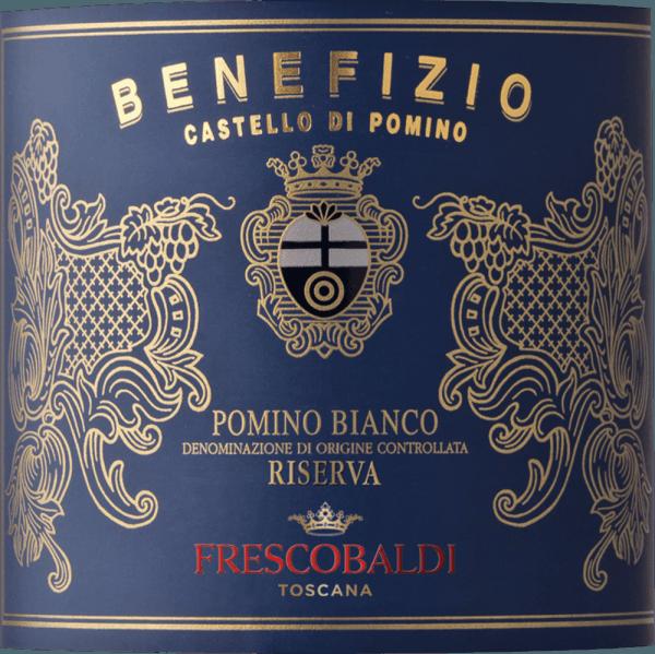 Der Pomino Benefizio Riserva DOC von Castello Pomino ist ein Cru der Familie Frescobaldi in der Einzellage Pomino im Anbaugebiet Rùfina. Der Pomino Benefizio Riserva glänzt intensiv Gelb mit sehr schönen Goldrefleyen im Glas. An der Nase entfalten sich die typischen Noten von Zitrusfrüchten des Chardonnay, insbesondere rosa Grapefruit und Zitronenzesterkönfitüre, begleitet von Duftnoten weißer Blüten, zarten Aromen von Vanille und Zimt, sowie elegante Röstnoten. Am Gaumen präsentiert sich dieser ansprechende toskanische Weißwein angenehm frisch, würzig, vollmundig und rund. Das lange Finale erinnert an weiße Schokolade und cremige Mousse. Herstellung des Benefizio Pomino Riserva von Castello Pomino von Frescobaldi Der Cru Pomino Benefizio Riserva wird aus Chardonnay-Trauben vinifiziert, die auf einem einzigen Weinberg, einer Monopollage der Familie Frescobaldi, auf 700 m Höhe über dem Meerespiegel gedeihen. Dieser Weinberg wurde 1976 exklusiv mit Chardonnay bepflanzt und schreibt seitdem Geschichte. Seit 2005 ist der Pomino Benefizio Riserva.Nach der Lese wurden die optimal gereiften Trauben teileweise einer Maischegärung unterzogen, bei niedrigen Temperaturen für die Dauer von 12 Stunden, gefolgt von der zum großen Teil angewendeten malolaktischen Gärung. Im Anschluß reift der Wein 10 Monate in Barriques und schliesst seinen Ausbau mit weiteren 4 Monaten Flaschenlagerung.Das Ergebnis ist ein seidig weicher Wein mit herausragender Persönlichkeit. Food pairing für den Benefizio Pomino Riserva von Castello Pomino Geniessen Sie diesen weißen Riserva aus dem Norden der Toskana zu Gemüsecremesuppen, Dorade aus dem Ofen, Lachs in Folie gebacken oder Kaviar. Auch solo getrunken ist er ein Genuss. Auszeichnungen James Suckling - 94 Punkte