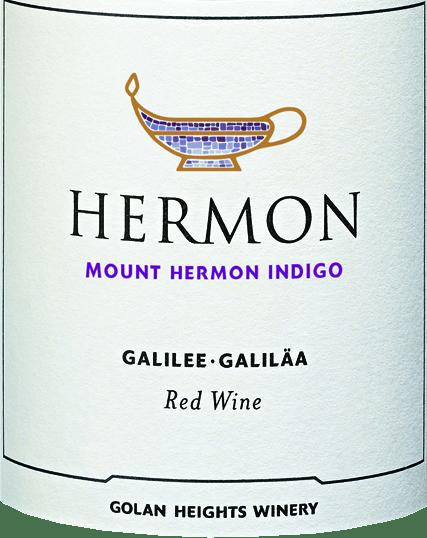 DerMount Hermon Indigo von Golan Heights Winery aus dem Weinanbaugebiet Golan / Galiläa ist eine fruchtbetonte, ausgewogene und lebendige Rotwein-Cuvée, die aus den Rebsorten Cabernet Sauvignon und Syrah vinifiziert. Im Glas schimmert dieser Wein in einem satten Kirschrot mit purpurnen Glanzlichtern. Das ausdrucksvolle Bouquet verzaubert die Nase mit fruchtigen Aromen nach saftigen Himbeeren und reifen Schwarzkirschen. Würzige Noten nach Anis und Kakao sowie florale Nuancen ergänzen die Fruchtaromatik. Am Gaumen überzeugt dieser Rotwein mit einer wundervollen Harmonie des mittleren Körpers und den Aromen der Nase. Die lebendige Textur verleiht diesem Wein seine unbeschwerte Art und herrliche Trinkfreudigkeit. Vinifikation des Golan Heights Winery Mount Hermon Indigo Das Galiläa ist die nördlichste und beste Appellation der israelischen Siedlung. Zudem zählt sich auch zu den kältesten Regionen. Die Weinberge liegen auf einem Plateau in einer Höhe von ungefähr 400 bis 1200 Metern. Nachdem die Trauben im Weinkeller der Golan Heights Winery angekommen sind, werden diese zunächst schonend gepresst. Anschließend findet der Gärprozess in Edelstahltanks statt. Dieser Rotwein durchläuft vollständig die malolaktische Gärung und wird unfiltriert auf die Flasche gefüllt. Speiseempfehlung für den Indigo Golan Heights Winery Mount Hermon Dieser trockene Rotwein von den Golanhöhen ist der ideale Begleiter zu gegrillten Lammkoteletts mit knackigen Bohnen, Pilzpfannen mit frischem Knoblauch oder zum italienischen Klassiker Pizza. Dieser Artikel darf nach der EU-Richtlinie2015/C 375/05nicht als Wein aus Israel deklariert werden. Mehr Informationen zu dieser EU-Richtlinie finden Siehier.