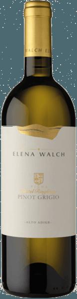 Der Pinot Grigio Castel Ringberg von Elena Walch erscheint im Glas in einem hellen, klaren Strohgelb und entfaltet dabei sein vielschichtiges Bouquet. Dieses ist geprägt von den Aromen reifer Früchte, besonders von reifen Birnen, etwas Salbei sowie würzige Noten und dezente Zitrusfrucht. Der Gaumen dieses Weißweines ist elegant und harmonisch, mit einer eleganten Säurestruktur und cremig. Der lange und frische Nachhall dieses Weines ist mineralisch und saftig. Vinifikation für den Pinot Grigio Castel Ringberg von Elena Walch Castel Ringberg ist die wichtigste Weinlage von Elena Walch. Sie befindet sich auf 350 Metern Meereshöhe über dem Kalterer See. Das Klima gilt hier als besonders mild. Auf dem lockeren Moränenboden mit Lehm- und Kalkanteilen entstehen Weine mit außergewöhnlicher Authentizität. Die Trauben für diesen Pinot Grigio werden sanft gepresst und statisch geklärt. Ein Teil des Weines vergärt im Stahltank bei kontrollierter Temperatur von etwa 20° Celsius, etwa 15% des Mostes werden in Barriquefässern aus französischer Eiche vergoren mit anschließendem biologischem Säureabbau. Speiseempfehlung für den Pinot Grigio Castel Ringberg von Elena Walch Genießen Sie diesen trockenen Weißwein als Aperitif oder zu Gerichten mit Gemüse und Fisch. Auszeichnungen für den Pinot Grigio Castel Ringberg von Elena Walch (Jahrgang 2016) THE WINE ADVOCATE - Robert Parker: 91+ Punkte Annuario dei Migliori Vini Italiani - Luca Maroni: 91 Punkte Decanter Magazine: 90 Punkte James Suckling: 93 Punkte