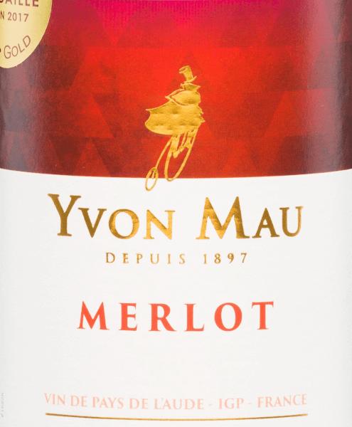 Der Merlot von Yvon Mau präsentiert sich in einer kräftigen roten Farbe mit purpurnen Reflexen. Dieser französische Rotwein duftet intensiv und elegant nach roten Früchten, dunklen Beeren und Pflaumen - in den Vordergrund stellen sich Himbeere und Pflaume. Am Gaumen ist dieser Wein geschmeidig, üppig sowie rund und mündet in einen langen, cremigen Nachhall. Vinifikation des Yvon Mau Merlot Die gelesenen vollreifen Trauben des Weingutes Yvon Mau werden zunächst entrappt, gemaischt und die daraus entstandene Maische temperaturkontrolliert in Edelstahltanks vergoren. Danach wird die Maische abgepresst und dieser Wein reift für eine Weile in den Tanks. Speiseempfehlung für den Merlot von Yvon Mau Dieser trockene Rotwein aus Frankreich eignet sich hervorragend als Begleiter von Pasta-Gerichten, Geflügel, roten Fleischgerichten und Käseplatten. Lässt sich aber auch wunderbar solo genießen.