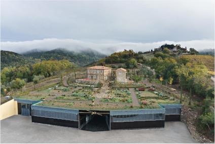 Die Verschmelzung von Tradition und Moderne sieht man bei Luce della Vite auch am Gut.