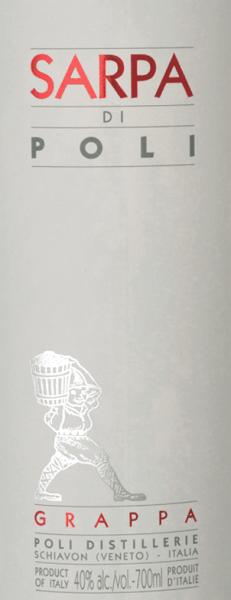 DerSarpa di Poli von Jacopo Poli ist ein kraftvoller Grappa aus den Trestern von Merlot (60%) und Cabernet Sauvignon (40%). Im Glas präsentiert sich dieser Grappa in einer klaren, transparenten Farbe. Das frische Bouquet wird von frischen Kräutern, gestoßener Minze und blumigen Akzenten nach Rosen und Geranien getragen. Am Gaumen ist dieser Grappa wundervoll kraftvoll mit rustikaler Persönlichkeit - sehr pur und ehrlich im Geschmack. Destillation des Jacopo Poli Grappa Sarpa di Poli Der noch frische Trester wird traditionell in alten Kupferbrennkesseln destilliert. Nach dem Brennvorgang hat dieser Grappa noch 75 Vol%. Durch die Zugabe von destilliertem Wasser erreicht dieser Tresterbrand einen Alkoholgehalt von 40 Vol%. Danach ruht dieser Grappa für insgesamt 6 Monate in Edelstahltanks, um abschließend sanft filtriert auf die Flasche gefüllt zu werden. Servierempfehlung für denSarpa di Poli Jacopo Poli Grappa Genießen Sie diesen Grappa als Digestif nach einem schönen Menu, oder servieren Sie diesen bei etwa 10 bis 15 Grad Celsius einfach nur pur.