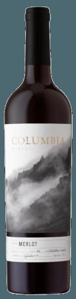 Der Merlot von Columbia Winery präsentiert sich im Glas in einem intensiven und dunklen Violett. Die Nase wird umschmeichelt von den köstlichen Aromen von Pflaumen, welche von feinen Gewürzen ergänzt werden. Dieser amerikanische Rotwein besticht am Gaumen mit den Noten von dunklen Beerenfrüchten, Vanille und Anklängen von Eichenholz. Reich und vollmundig geht dieser Wein in seinen anhaltenden Abgang. Vinifikation des Columbia Winery Merlot Diese Cuvée aus dem Columbia Valley wurde aus den Rebsorten Merlot (85%), Syrah (8%), Malbec (5%) vinifiziert. Für die verbliebenen 2% wurden verschiedene ausgewählte rote Rebsorten verwendet. Nach der Lese wurden die Trauben entrappt und kalt mazeriert. Die Fermentation in Edelstahltanks fand temperaturkontrolliert statt, gefolgt von einer Reifung in Eichenholzfässern. Speiseempfehlung für den Columbia Winery Merlot Genießen Sie diesen trockenen Rotwein zu gebratenem Fleisch, herzhaften Eintöpfen, Braten oder Wild.