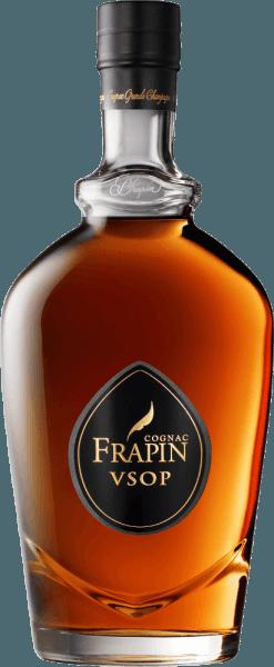 Der wohl berühmteste Weinbrand der Welt ist nach der gleichnamigen Stadt im Gebiet Charente unmittelbar nördlich der Region Bordeaux benannt. Die Trauben für diesen Cognac stammen von einer der besten Lagen des Guts und der Umgebung. Bernsteinfarben mit goldenen Reflexen, zeigt sich dieser VSOP elegant mit feinen Fruchtnoten und einem Anklang von Weinblüte. Herstellung des V.S.O.P. Premier Cru von Cognac Frapin Für diesen Cognac werden ausschließlich Trauben der Rebsorte Ugni Blanc verwendet. Die Ernte erfolgt früh, um einen hoehn Säuregehalt zu bewahren und den Sulfiteinsatz zu vermeiden. Auf der Feinhefe wird die erste Destillation durchgeführt, anschließend reift der Cognac über 8 Jahre in Limousineichenfässern. Speiseempfehlung für den V.S.O.P. Premier Cru von Cognac Frapin Dieser Cognac ist wunderbar solo als Digestif geeignet.