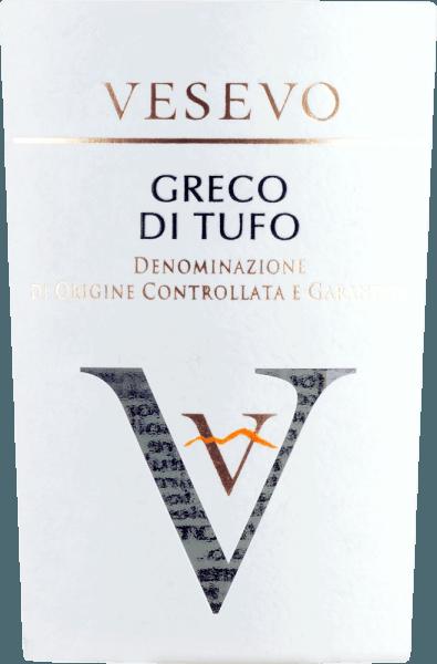 Der Greco di Tufo von Vesevo stammt aus Kampanien und bringt die ganze Power der Vulkanböden aus dieser Region ins Glas. Die erste Nase offenbart viel reifen Apfel, saftige Birne, blumige Nuancen und einen citrisch-frischen Touch. Am Gaumen überzeugt dieser italienische Weißwein mit seinem frischen und akzentuierten Körper, der von einem guten Säurespiel und einer herrlichen Fülle begleitet wird. Vinifikation des Vesevo Greco di Tufo Dieser Weißwein aus der DOCG Greco di Tufo wird ausschließlich aus Trauben von vulkanischen Böden erzeugt. Die Trauben werden entrappt, gepresst und vergoren. Speiseempfehlung für den Greco di Tufo Vesevo Genießen Sie diesen außergewöhnlichen Weißwein aus Kampanien zu Fisch und Meeresfrüchten. Auszeichnungen für den Greco di Tufo Vesevo Concours International de Lyon - Gold für 2019 Robert Parker: 91+ Punkte für 2018