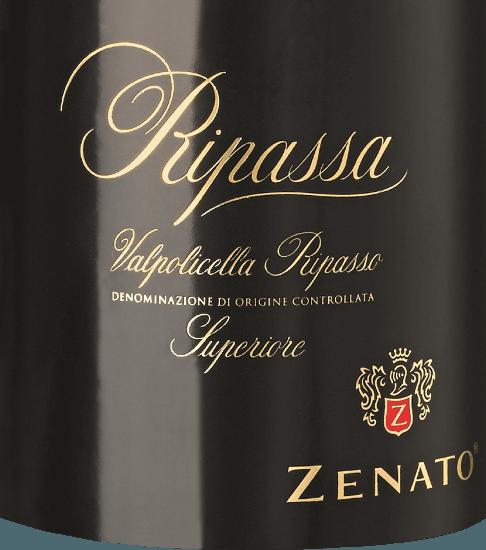 """Der Ripassa Valpolicella Superiore von Zenato ist eine exzellente, charaktervolle und harmonische Rotwein-Cuvée aus dem italienischen Weinanbaugebiet DOCValpolicella Ripasso. Dieser Wein erscheint im Glas in einem dunklen und tiefen Rubinrot und entfaltet dabei sein elegantes und intensives Bouquet, das aus den Aromen von Schwarzkirschen und Pflaumen besteht. Würzige Nuancen und Anflüge von Rumtopf, Ergebnis des Apassimento-Verfahrens, ergänzen die Nase. Am Gaumen ist dieser Rotwein aus Venetien saftig und geschmeidig und seine kompakte Frucht wird durch dezente Noten von Kaffee, Lakritz und Mandel ergänzt und in ein langes, edles Finale getragen. Vinifikation des Zenato Ripassa Superiore Valpolicella Die Rebsorten für diese Cuvée bestehen ausCorvina, Rondinella und Oseleta. Das Lesegut stammt aus Weinbergen mit trockenen, lehmigen und kalkhaltigen Böden. Das Klima ist mediterran geprägt, mit heißen trockenen Sommern und milden feuchten Wintern. Nach der alkoholischen Gärung erfolgt eine zweite Gärung für circa 20 Tage auf dem noch warmen Amarone-Trester. Bei diesem Ripasso-Verfahren entzieht der noch junge Wein dem Trester weitere Aromen. Der Ausbau erfolgt für 24 Monaten in französischen Barriquefässern, gefolgt von einer 6- monatigen Lagerung auf der Flasche. Speiseempfehlung für den Ripassa Valpolicella Zenato Superiore Genießen Sie diesen trockenen Rotwein aus Italien zu deftigen Pasta-Gerichten, Schmorbraten oder zu Käse. Auszeichnungen für den Ripassa Valpolicella Superiore von Zenato Falstaff: 90 Punkte für 2015 """"Tiefes, sattes Rubinrot. Zeigt sich in der Nase leicht verhalten, nach Brombeeren gepaart mit Holzwürzenoten. Am Gaumen satt und füllig, breitet sich weit aus, griffiges Tannin und guter Druck im Abgang."""" James Suckling: 94 Punkte für 2015 Falstaff: 90 Punkte für 2015 Decanter Asia Wine Awards: 90 Punkte für 2015 Mundus Vini: Gold für 2014 Falstaff: 92 Punkte für 2014 Wine Spectator: 90 Punkte für 2013"""