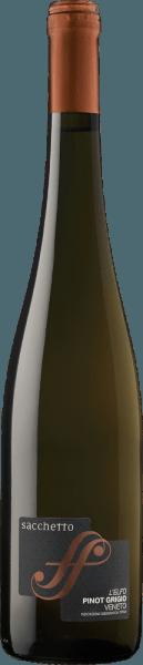 Der L'Elfo Pinot Grigio Veneto IGT von Sacchetto zeigt sich im Glas in einem intensiven Strohgelb, welches einen kupferfarbenen Schimmer aufweist. Das zarte Bouquet dieses Weißweines wird geprägt durch die angenehmen Aromen von Aprikosen und Lindenblüten. Am Gaumen erinnert dieser vollmundige Pinot Grigio mit jedem Schluck an reife Mangos. Dieser intensive und ausgewogene Wein ist der perfekte Begleiter im Sommer. Vinifikation für den Sacchetto L'Elfo Pinot Grigio Die Trauben für diesen reinsortigen Pinot Grigio stammen aus Venetien. Nach der Lese werden die Trauben temperaturkontrolliert mazeriert. Der Pressung schließt sich die Gärung des Mostes mit ausgewählten Hefen an. In Edelstahltanks erfolgt danach bei kontrollierter Temperatur der Ausbau, welcher gefolgt wird von einer Verfeinerung in der Flasche. Speiseempfehlung für den Sacchetto L'Elfo Pinot Grigio Genießen Sie diesen trockenen Weißwein zu Vorspeisen mit Fisch und Meeresfrüchten, Suppen oder zu gekochtem Hühnchen.