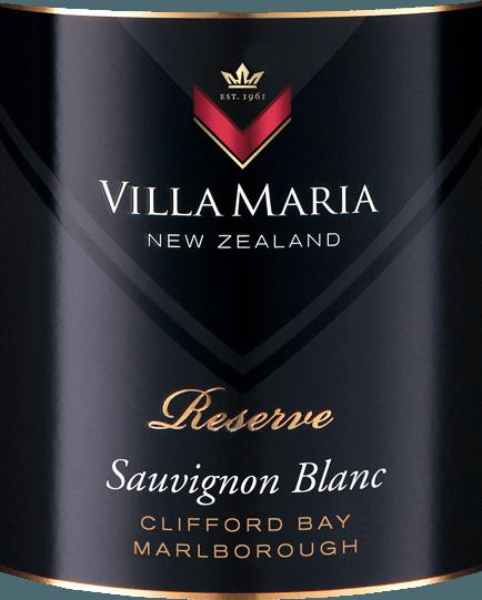 Der Reserve Sauvignon Blanc von Villa Maria ist ein vollmundiger, rebsortenreiner Weißwein aus dem neuseeländischen Weinanbaugebiet Marlborough - Clifford Bay. Im Glas glänzt dieser Wein in einer leuchtend strohgelben Farbe samt grünlich-goldener Schattierungen. Das Bouquet enthüllt kraftvolle Aromen von Johannisbeeren, Zuckererbsen und frischer, saftiger Limette, durchzogen von exotischen Noten. Frisches Gras, Melisse und weitere Duftnuancen nach Zitronengras ergänzen. Der explosive, konzentrierte, vollmundige Gaumen dieses neuseeländischen Weißweins begeistert mit fleischiger Frucht, schöner Säure und feinem Schmelz. Dieser Wein mündet in einen langen, mineralischen und komplexen Nachhall mit feiner Säure. Vinifikation des Villa Maria Sauvignon Blanc Reserve Nach der Lese der Sauvignon Blanc Trauben wird das Lesegut nach Parzellen getrennt vinifiziert. Im Weinkeller angekommen werden die Beeren sanft gepresst und der klare Most abgezogen. Anschließend wird der Most in Edelstahltanks bei niedrigen Temperaturen langsam vergoren. Damit dieser Wein seine aromatische Fülle und Frische behält, erfolgt kein Holzkontakt. Speiseempfehlung für den Reserve Sauvignon Blanc Villa Maria Wir empfehlen diesen trockenen Weißwein aus Neuseeland zu Salaten mit Feta, gebratenen Fischgerichten, Meeresfrüchten, saisonalen Gemüsegerichten und mildem Ziegenkäse. Auszeichnungen für den Reserve Villa Maria Sauvignon Blanc Robert M. Parker - The Wine Advocate: 91 Punkte für 2017