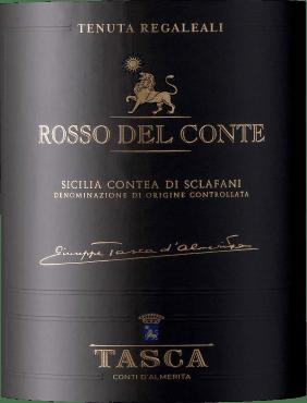 Der Rosso Del Conte Contea Di Sclafani ist ein historischer Cru aus dem Hause Tasca d'Almerita. Im Glas Rubinrot, emtfalten sich an der Nase Aromen von Kirsche, Waldbeeren und Nüssen, begleitet von Anklängen von Vanille, Zimt, Tabak und mediterranen Gewürzkräutern. Im Geschmack präsentiert dieser Rotwein aus Sizilien eine beeindruckende Konzentration und Eleganz. Am Gaumen mit harmonischen Tannine und Reichhaltigkeit, der Abgang dieses Weines aus Sizilien ist lang und nachhaltig. Vinifikation des Rosso del Conte von Tenuta Regaleali Für diesen roten Cru werden Nero d'Avola 54%, Perricone mit 26% und 20% weiterer lokaler roter Rebsorten, die alle in Hügellagen im Weinberg San Lucio wachsen, zusammen vinifiziert. Die Böden sind tonhaltig, fein und mit leichten Anteilen von Kalkstein. Die manuelle Lese beginnt mit dem Perricone Ende September und endet mit dem Nero d'Avola Ende Otkober. Danach werden die Trauben klassisch in Rot vinifiziert, die Gärung und die malolaktische Gärung erfolgen bei kontrollierter Temperatur im Edelstahltank. Im Anschluß reift der Wein 18 Monate in 225-l Barriques aus französischer Eiche. Der Rotwein Rosso del Conte wurde zum ersten Mal 1970 erzeugt und stellte als erster Wein seiner Art das Potential an Quaöität und Lebenserwartung sizilianischer Weine vor. Von Conte Giuseppe kreiert, drückt er die Eigenschaften des Weinguts Regaleali aus und ist ein Beispiel für eine ständige Entwicklung. Die beiden Hauptrebsorten Perricone und Nero d'Avola, in Baumerziehung wuchsen im Weinberg San Lucio, daraus wurde der erste Cru-Wein aus dem Weinberg Vigna Unica in Sizilien. Die ersten Weine bis 1987 wurden in Kastanienfässern ausgebaut, dann folgten grosse Fässer aus slawonischer Eiche und ab 1991 Tonneau und Barrique aus französischer Eiche. Speiseempfehlung zum Rosso del Conte Contea di Sclafani Wir empfehlen diesen erstklassigen sizilianischen Rotwein bei Zimmertemperatur getrunken zu kräftigen Gerichten mit rotem Fleisch, Lamm, Wild, Rind, zu würzi