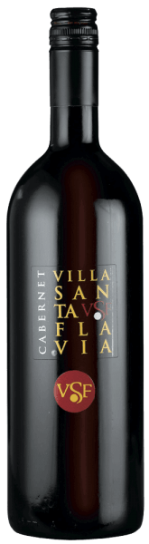 Der Cabernet Villa Santa Flavia von Sacchetto präsentiert sich in einem rubinroten Kleid. In der Nase offenbaren feine Kirscharomen gepaart mit feinwürzigen Noten. Am Gaumen wird der vollmundige Geschmack deutlich, im Abgang geht er in einen feinen Kirschton über. Die Cabernet Sauvignon Trauben werden sorgfältig ausgewählt und schonend verarbeitet, um die typischen Eigenschaften der Rebsorte zu bewahren. Ein charmanter und harmonischer Roter!