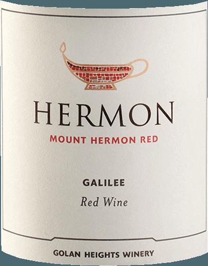 Der Mount Hermon Red von Golan Heights Winery ist eine ausgewogene, elegante und ansprechende Rotwein-Cuvée aus dem Weinanbaugebiet Golan / Galiläa. Diese Cuvée wird aus den RebsortenCabernet Sauvignon, Merlot, Cabernet Franc, Petit Verdot und Malbec vinifiziert. Dieser Wein präsentiert sich in einem tiefen Purpurrot im Glas. Im Duft wunderbar verführerische Aromen von Sauerkirsche und Waldbeeren - untermalt von Gartenkräutern, Gewürzen und einem blumigen Hauch nach Veilchen. Am Gaumen beeindruckt dieser Rotwein mit einer großartigen Fruchtfülle. Es offenbaren sich vollmundige Aromen von Brombeeren, Pflaumen und feinen Weichselkirschen. Die Tannine sind geschmeidig und weich, sie integrieren sich in den mittleren Körper und unterstreichen die Frucht. Eine filigrane Säure ist im eleganten Körper eingebunden und verleiht diesem Wein seine herrliche Struktur. Vinifikation des Golan Heights Winery Mount Hermon Red Das Galiläa ist die nördlichste und beste Appellation der israelischen Siedlung. Zudem zählt sich auch zu den kältesten Regionen. Die Weinberge liegen auf einem Plateau in einer Höhe von ungefähr 400 bis 1200 Metern. Der Most wird auf der Maische im Edelstahltank vergoren. Anschließend vollzieht sich die malolaktische Gärung in gebrauchten Barriquefässern. In diesen reift dieser Rotwein noch bis der Mount Hermon Red auf Flaschen gefüllt wird. Speiseempfehlung für den Red Golan Heights Winery Mount Hermon Wir empfehlen Ihnen diesen Rotwein von den Golanhöhen zu gebratenem und geschmortem Fleisch, Lamm im Kräutermantel, Lasagne oder zu selbstgemachten Burger. Dieser Artikel darf nach der EU-Richtlinie2015/C 375/05nicht als Wein aus Israel deklariert werden. Mehr Informationen zu dieser EU-Richtlinie finden Siehier.