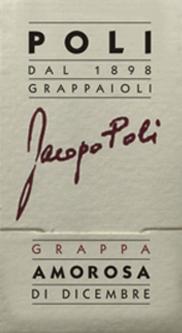 DerAmorosa di Dicembre von Jacopo Poli ist ein samtweicher, aromatischer Grappa Torcolato der aus den Trestern von Friulano und Vespaiolo destilliert wird. Im Glas präsentiert sich dieser Tresterbrand in einer klaren, transparenten Farbe. Das aromatische Bouquet wird von Noten nach exotischen, süßen Früchten, gedörrtes Obst und Rosinen getragen. Mit einem weichen Körper und samtiger Textur nimmt dieser Grappa den Gaumen ein. Die aromatische Tiefe schenkt diesem Grappa seine wundervolle Finesse. Jacopo Poli hat diesen Grappa den Namen Geliebte des Dezembers (Amorosa di Dicembre) geschenkt. Denn im Dezember werden die Trauben für den Torcolato Dessertwein zum Trocknen aufgehängt. Destillation des Jacopo PoliAmorosa di Dicembre Der Trester des Torcaloto Dessertwein wird traditionell in alten Kupferbrennkesseln destilliert. Nach dem Brennvorgang hat dieser Grappa noch 75 Vol%. Durch die Zugabe von destilliertem Wasser erreicht dieser Tresterbrand einen Alkoholgehalt von 40 Vol%. Danach ruht dieser Grappa für insgesamt 6 Monate in Edelstahltanks, um dann abschließend sanft filtriert auf die Flasche aus Murano-Glas gefüllt zu werden. Servierempfehlung für denAmorosa di Dicembre Jacopo Poli Grappa Bei einer Serviertemperatur von 10 bis 15 Grad Celsius entfaltet dieser italienische Tresterbrand am besten seine wundervollen Aromen. Reichen Sie diesen Grappa als Digestif, zu Desserts oder auch einfach als Solist genießen.