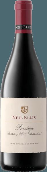 DerPinotage Bottelary Hills von Neil Ellis ist ein wundervoller, rebsortenreiner und ausbalancierter Rotwein aus dem südafrikanischen Weinanbaugebiet Stellenbosch. In einem dunklen Rubinrot mit kirschroten Glanzlichtern präsentiert sich dieser Wein im Glas. Das üppige Bouquet wird von dunklen Steinfrüchten (reife Kirschen und saftige Pflaumen) mit einem Hauch von Zartbitterschokolade dominiert. Am Gaumen ist dieser südafrikanische Rotwein wundervoll ausgewogen und zeigt eine große Eleganz, ein reifes Tanningerüst mit einer fein integrierten Fruchtsäure. Das Finale wartet mit einer angenehmen Länge auf. Vinifikation desNeil Ellis Pinotage Bottelary Hills Die Pinotage Trauben für diesen Rotwein werden nach der Lese umgehend in den Weinkeller von Neil Ellis gebracht. Dort wird das Lesegut zunächst klassisch im Edelstahltank vergoren. Nach abgeschlossenem Gärprozess rundet dieser Wein für 16 Monate in Holzfässern aus französischer Eiche ab - davon sind 60% neues Holz. Speiseempfehlung für denBottelary Hills Neil Ellis Pinotage Dieser trockene Rotwein aus Südafrika passt hervorragend zu allerlei Wildgerichten in kräftig-dunkler Sauce, Rinderragout mit selbstgemachten Spätzle oder auch zu ausgewählten Schinken- und Salamispezialitäten. Wir empfehlen Ihnen diesen Wein vor Genuss mindestens 1 bis 2 Stunden zu dekantieren.