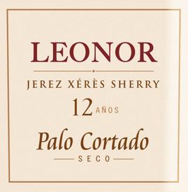 DerLeonor Palo Cortado von González Byass ist ein komplexer Sherry, der ausschließlich aus der Rebsorte Palomino Fino vinifiziert wird, die im spanischen Weinanbaugebiet DO Jerez wachsen. Im Glas schimmert dieser Wein in einem strahlend hellen Mahagoni mit einem ziegelroten Rand. Das Bouquet offenbart intensive, vielschichtige Aromen nach Walnüssen und Haselnüssen - untermalt von Noten nach feinstem Eichenholz und dezenten Anklängen an Bitterorange. Am Gaumen ist dieser Sherry herrlich trocken und präsentiert eine samtige, weiche Textur, die perfekt mit den Aromen der Nase harmoniert. Das lange, aromatische Finale wird von einem nussigen Hauch begleitet. Vinifikation desByassPalo Cortado Leonor Nach der sorgsamen Lese von Hand der Palomino Fino Trauben, wird das Lesegut in den Weinkeller von Gonzalez Byass gebracht. Dort werden die Beeren sanft gepresst. Bei niedrigen Temperaturen wird dieser Sherry vergoren und anschließend auf 18 Volumenprozent aufgespritet und in oberste Fassreihe des Leonor-Soleras gelegt. Dieser Sherry reift rund 12 Jahre in den Solera-Fässern aus amerikanischer Eiche, bevor dieser Wein auf die Flasche gefüllt wird. SpeiseempfehlungLeonor Palo Cortado von González Byass Genießen Sie diesen trockenen Sherry zu gereiften, pikanten Käsesorten oder auch zu kräftigen Fleischeintöpfen, wie ungarischer Gulascheintopf. Im Weißweinglas kann derLeonor Palo Cortado seine Aromen am besten entfalten. Auszeichnungen für den SherryGonzález ByassLeonor Palo Cortado Wine Spectator: 92 Punkte (Edition 2017)