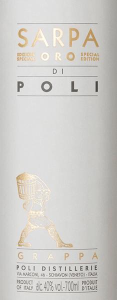 DerSarpa Oro di Poli von Jacopo Poli ist ein milder, weicher Grappa, der aus den Trestern von Merlot (60%) und Cabernet Sauvignon (40%) destilliert wird. Im Glas glänzt dieser Tresterbrand in einem warmen Gold mit glänzenden Reflexen. Das aromatische Bouquet offenbart feine Aromen nach tropischen Früchten, Zitronen und würzige Noten nach Vanille sowie Lakritz. Am Gaumen ist dieser Grappa wundervoll samtig mit einem milden Körper. Die weiche Fülle wird von warmen Gewürzaromen perfekt umhüllt. Destillation des Jacopo Poli Grappa Sarpa Oro di Poli Der noch frische Trester wird traditionell in alten Kupferbrennkesseln destilliert. Nach dem Brennvorgang hat dieser Grappa noch 75 Vol%. Durch die Zugabe von destilliertem Wasser erreicht dieser Tresterbrand einen Alkoholgehalt von 40 Vol%. Danach ruht dieser Grappa für insgesamt 4 Jahre in Barriques aus französischer Allier-Eiche, um abschließend sanft filtriert auf die Flasche gefüllt zu werden. Servierempfehlung für denSarpa Oro di Poli Jacopo Poli Grappa Genießen Sie diesen italienischen Tresterbrand am besten bei einer Temperatur von 18 bis 20 Grad Celsius - gerne als Digestif oder auch einfach nur pur an einem gemütlichen Abend.