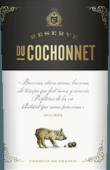 Der Réserve du Cochonnet von Vignerons de la Vicomté zeigt sich in einem tiefdunklen Rot im Glas. Dieser meisterhaft komponierte Wein aus Cabernet Sauvignon, Syrah und Grenache verzückt mit einem Duft aus vollreifen, dunklen Beeren und einer feinen Würze von provenzalischen Kräutern. Catherine und Laurent Badet kreierten einen Cuveé, der im Mund besonders kraftvoll und zugleich elegant wirkt, ehe er in den fruchtbetonten und vollmundigen Abgang mündet. Speiseempfehlung für den Réserve du Cochonnet Rouge: Wir empfehlen ihn zu gegrilltem und gebratenem Fleisch.