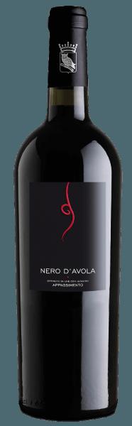Der sortenreineTardus Appassimento Nero d'Avola vonCantine Minini bietet ein fruchtiges Bouquet mit Aromen von reifen roten Früchten und fein-würzige Anklänge. Der Gaumen wird von viel Beerenfrucht, insbesondere Heidelbeere und einer vollen, dabei nicht aufdringlichen Struktur umschmeichelt. Serviervorschlag / Foodpairing Für die mediterrane Küche, besonders Pasta, ist der Rotwein aus Sizilien ein hervorragender Speisebegleiter.