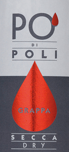 DerPo' di Poli Secca von Jacopo Poli ist ein warmer, harmonischer Grappa, der aus den Trestern der Merlot-Traube destilliert wird. Im Glas zeigt sich dieser Tresterbrand in einer transparenten, klaren Farbe. Die Nase lässt sich von wunderbaren Aromen nach frischen Traubenmost und blumigen Anklängen nach Hyazinthen verwöhnen - untermalt von feinen Nuancen nach frisch geschnittenem Gras. Mit einer lebendigen Kraft und einem warmen Körper mit harmonischer Fülle nimmt dieser Grappa gekonnt den Gaumen ein. Destillation des Jacopo Poli Po' di Poli Secca Der noch frische Trester der Merlot-Traube wird traditionell in alten Kupferbrennkesseln destilliert. Nach dem Brennvorgang hat dieser Grappa noch 75 Vol%. Durch die Zugabe von destilliertem Wasser erreicht dieser Tresterbrand einen Alkoholgehalt von 40 Vol%. Danach ruht dieser Grappa für insgesamt 6 Monate in Edelstahltanks, um abschließend sanft filtriert auf die Flasche gefüllt zu werden. Servierempfehlung für denPo' di Poli Secca Jacopo Poli Grappa Reichen Sie diesen Grappa bei einer Temperatur von 10 bis 15 Grad Celsius als schönen Abschluss eines köstlichen Menus.