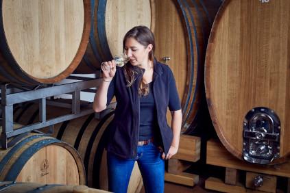 Victoria geht mit dem Weingut Sankt Annaberg, welches zum Weingut Lergenmüller gehört, ganz eigene Wege.