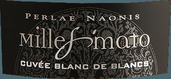 Think yellow! DerMillesimato Cuvée Blanc de Blancs Brut Yellow von Gino Brisotto strahlt strohgelb mit grünlichen Reflexionen. Im Glas zeigt der Spumante aus dem Friaul eine feine und beständige Perlage. Die Cuvée aus Glera und Chardonnay lässt intensive Aromen von grünem Apfel und reifen Pfirsich in die Nase aufsteigen. Ergänzend hinzu kommen warme Mandelnoten und hefige Anklänge die dem sehr lebendigem und fruchtigen Schaumwein sehr gut stehen. Zusammen mit einer schwungvollen Säure ist der Blanc de Blancs von Gino Brisotto. Design des Spumante Millesimato Brut von Gino Brisotto Die typisch bunten Schaumweinflaschen von Gino Brisotto sind eine echter Hingucker, egal bei welcher Gelegenheit. Knallig, bunt und super lecker. Die Blanc de Blancs Cuvée aus dem Friaul im Nordosten Italiens bekennt Farbe. Speiseempfehlung zumCuvée Blanc de Blancs Brut Yellow von Gino Brisotto Perfekt als Aperitif. Wir empfehlen den Spumante zu leichten Risooto Gerichten und Meeresfrüchten.