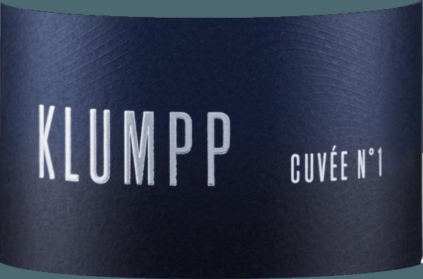 Die Cuvée N°1 vom Weingut Klumpp verführt mit einer konzentrierten Beerenaromatik, welche von Zwetschgen und einer dezenten Orangennote begleitet wird. Dieser frische Rotwein spiegelt am Gaumen das Bouquet wieder. Feine Tannine leiten diesen ausbalancierten Wein in ein würziges Finale mit rotbeerigen Fruchtanklängen. Vinifikation der Cuvée N°1 Diese Rotweincuvée wird aus den Rebsorten Lemberger, St.Laurent, Spätburgunder und Cabernet Sauvignon vinifiziert. Die verwendeten Trauben stammen zu 100% aus biologischem Anbau. Speiseempfehlung für die Cuvée N°1 Genießen Sie diesen trockenen Rotwein zu gegrillten Steaks oder Spare Ribs.