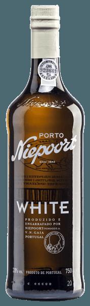 Im Glas offenbart sich der White Port von Niepoort in einem schönen dunklen Goldton. Aus den Arinto, Códega, Gouveio, Rabigato, Viosinho und weiteren weißen portugiesischen Rebsorten wird dieser Port vinifiziert. Die Nase erfüllt dieser Portwein mit einer frischen Aromatik von Nüssen und Anklängen nach getrockneten Früchten. Dieser Port schmiegt sich halbtrocken an den Gaumen und spiegelt das optimale Zusammenspiel mit dem Weinbrand, der diesen Portwein die überragende Struktur verleiht, wider. Vinifikation des Niepoort White Port Die Lese der unterschiedlichen Trauben erfolgt ausschließlich von Hand. Nachdem die weißen Trauben für eine gewisse Zeit auf der Maische lagen, werden diese vorsichtig gepresst. Dies erfolgt zum Teil nach traditioneller Methode mit den Füßen. Daraufhin wird Branntwein zugesetzt und der Weiße Port für zwölf Monate in großen Holzfudern gelagert. Bevor dieser Portwein abgefüllt wird, reift dieser mindestens drei weitere Jahre in kleineren, alten Eichfässern. Speisempfehlung für denWhite Port von Niepoort Probieren Sie diesen halbtrockenen Portwein als Aperitif mit eisgekühltem Tonic (1/3 Port und 2/3 Tonic), als Begleiter von Desserts (Gebäck, Kuchen, Schokolade) oder als Digestif.