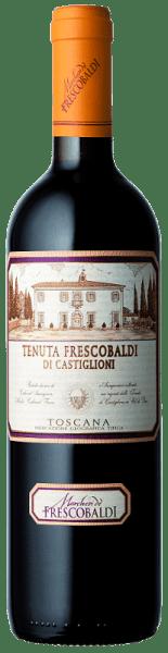 Mit dem Tenuta Castiglioni Tenuta Frescobaldi di Castiglioni Toscana 1,5 l Magnum kommt ein erstklassiger Rotwein ins Glas. Hierin offenbart er eine wunderbar leuchtende, rubinrote Farbe. zeigt sich zudem ein farblicher Übergang ins granatrote. Nach dem ersten Schwenken, kann man bei diesem Rotwein eine perfekte Balance wahrnehmen, denn er zeichnet sich an den Wänden des Glases weder wässrig noch sirup- oder likörartig ab. Der Nase offenbart dieser Tenuta Castiglioni Rotwein allerlei Brombeeren, Heidelbeeren, Schwarze Johannisbeeren und Maulbeeren. Als wäre das nicht bereits eindrucksvoll, gesellen sich durch den Ausbau im kleinen Holzfass weitere Aromen wie Kakaobohne, Bitterschokolade und schwarzer Tee hinzu. Am Gaumen eröffnet der Tenuta Frescobaldi di Castiglioni Toscana 1,5 l Magnum von Tenuta Castiglioni angenehm trocken, griffig und aromatisch. Am Gaumen präsentiert sich die Textur dieses ausgeglichenen Rotwein wunderbar dicht. Das Finale dieses gereiften Rotwein aus der Weinbauregion die Toskana, genauer gesagt aus Toscana IGT, besticht schließlich mit beachtlichem Nachhall. Der Abgang wird zudem von mineralischen Anklängen der von Lehm dominierten Böden begleitet. Vinifikation des Tenuta Frescobaldi di Castiglioni Toscana 1,5 l Magnum von Tenuta Castiglioni Der balancierte Tenuta Frescobaldi di Castiglioni Toscana 1,5 l Magnum aus Italien ist eine Cuvée, hergestellt aus den Rebsorten Cabernet Franc, Cabernet Sauvignon, Merlot und Sangiovese. In der Toskana wachsen die Reben, die die Trauben für diesen Wein hervorbringen auf Böden aus Lehm. Ohne Frage wird der Tenuta Frescobaldi di Castiglioni Toscana 1,5 l Magnum auch von klimatischen und stilistischen Faktoren Toscana IGT bestimmt. Dieser Italiener kann im besten Sinne des Wortes als Wein der Alten Welt bezeichnet werden, der sich außerordentlich eindrucksvoll präsentiert. Die Beeren für diesen Rotwein aus Italien werden, zum Zeitpunkt optimaler Reife, ausschließlich von Hand . Nach der Lese gelangen die T