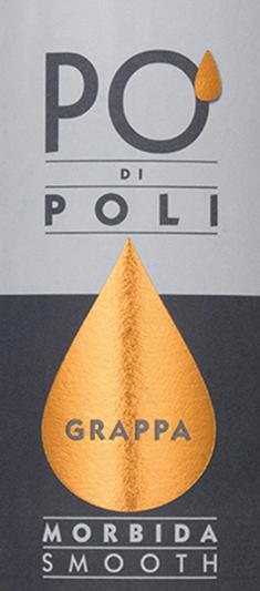 Der Po' di Poli Morbida von Jacopo Poli ist ein weicher (morbida), vollmundiger Grappa, der ausschließlich aus dem Trester der Moscato-Traube (100%) destilliert wird. Im Glas präsentiert sich dieser Grappa in einer klaren, transparenten Farbe. Das Bouquet offenbart wundervolle Aromen nach saftigen, sonnengereiften Zitrusfrüchten und Orangenblüten. Am Gaumen, wie der Zusatz morbida schon erahnen lässt, ist dieser Grappa wundervoll weich mit vollmundigem Körper. Die feine Fruchtaromatik der Nase spiegelt sich gekonnt im Geschmack wider. Destillation des Jacopo Poli Po' di Poli Morbida Der noch frische Trester der Moscato-Traube wird traditionell in alten Kupferbrennkesseln destilliert. Nach dem Brennvorgang hat dieser Grappa noch 75 Vol%. Durch die Zugabe von destilliertem Wasser erreicht dieser Tresterbrand einen Alkoholgehalt von 40 Vol%. Danach ruht dieser Grappa für insgesamt 6 Monate in Edelstahltanks, um abschließend sanft filtriert auf die Flasche gefüllt zu werden. Servierempfehlung für den Morbida Po' di Poli Jacopo Poli Genießen Sie diesen Grappa bei einer Temperatur von 10 bis 15 Grad Celsius gerna als feinen Digestif eines köstlichen Menus.