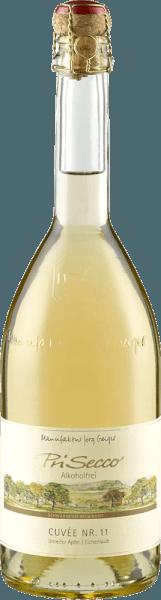 Der PriSecco Cuvée Nr.11 von Manufaktur Jörg Geiger zeigt sich in einem strahlenden Strohgelb mit goldenen Reflexen. Dabei entfaltet er die wunderbaren Aromen von frischem Apfel, reifen Zitrusfrüchten, weißen Blüten und dezenten Noten von Vanille. Dieser PriSecco ist leicht am Gaumen und überzeugt mit seiner angenehmen Süße und den Noten von Jasminblüte im Abgang. Herstellung des PriSecco Cuvée Nr.11 von Jörg Geiger Die Früchte des PriSecco stammen aus den landschaftsprägenden Streuobstwiesen am Fuße der Schwäbischen Alb, der Saft handverlesener Äpfel bildet die Grundlage für diesen alkoholfreien Cocktail. Weitere Zutaten für diesen alkoholfreien Fruchtsecco sind Birnensaft, Eichenlaub, Kräuter, Gewürze und zugesetzte Kohlensäure. Speiseempfehlung für den PriSecco Cuvée Nr.11 von Jörg Geiger Genießen Sie diesen Fruchtsecco zu milden Blattsalaten, Gerichten mit Spargel oder zu Meeresfisch und Kalbsfilet.