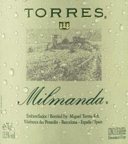 Der Milmanda Chardonnay von Miguel Torrespräsentiert sich in einem hellen, glänzenden Goldgelb im Glas. Dieser reinsortige Weißwein aus Chardonnay (100%)offenbart einen intensiven Duft nach reifem Apfel, Haselnüssen und Mandeln, abgerundet mit zarten Brioche- und Butternoten. Am Gaumen besitzt dieser spanische Weißwein einen geschmeidigen und weichen Geschmack mit einer lebendigen Rebsortenfrucht, welche sich herrlich mit den integrierten Eichenholztönen verbindet. Im Nachhall brilliert dieser Weißwein mit großartiger Länge und aromatischer Dichte. Vinifikation des Milmanda von Miguel Torres Die Trauben werden von Hand gelesen und sanft gepresst. Der Most wird innerhalb von zwei bis drei Wochen bei 16°C im Eichenfass vergoren. Im Fass wird auch der biologische Säureabbau durchgeführt. Der Ausbau erfolgt für zwölf Monate auf den Feinhefen in 300-Liter-Eichenbarriques aus französischer Eiche. Im November wird dieser Weißwein auf die Flasche gefüllt. Speiseempfehlung für den Miguel Torres Milmanda Dieser trockene Weißwein aus Spanien passt hervorragend zu Hummer, feinen Fischgerichten, cremigem Risotto mit Meeresfrüchten, Geflügel oder zartem Spanferkel. Auszeichnungen für den Torres Milmanda James Suckling: 93 Punkte für 2015 Decanter Awards: Silber für 2015 International Wine Challenge: Gold für 2015