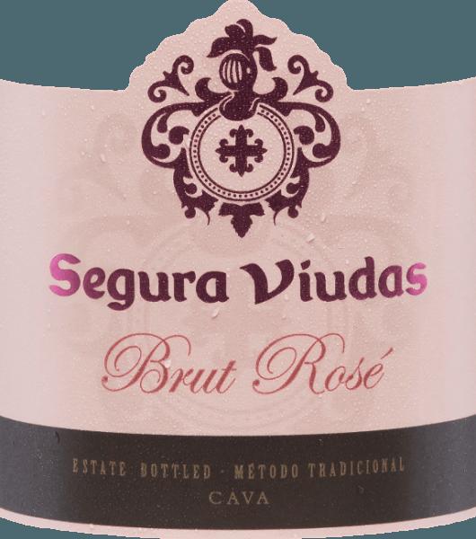 Der Brut Rosado DO von Segura Viudas offenbart sich in einem strahlend hellen Erdbeerrot mit lachsfarbenen Reflexen. Ein feines, opulentes und beständiges Mousseux, das eine schöne Krone hervorbringt, zeichnet sich ab. Jugendliche Aromen von Erdbeeren, roten Johannisbeeren und Grenadine bereichern die Nase. Dieser Cava ist erfrischend am Gaumen, mit einem intensiv fruchtigen Geschmack voller Kirschfrucht und einer leichten, ausgewogenen Säure. Der weiche Abgang verleiht ihm eine wunderbar aufgeschlossene Balance. Die Trepat-Traube sorgt für die Frische der Frucht, das Aroma und die Finesse, während die Garnacha-Traube den Geschmack verstärkt. Vinifikation des Brut Rosado Die Trauben werden von Hand gelesen, entrappt, gepresst und geklärt. Der daraus entstandene Most wird für 24 Stunden statisch dekantiert um die Fruchtigkeit und Eleganz zu begünstigen. Danach erfolgt, getrennt nach Rebsäften, die erste und zweite Gärung mit ausgewählten Hefestämmen um Struktur, Komplexität und ein schönes Mousseux zu verleihen. Vor dem Abfüllen werden diesem Cava verschiedene Zugaben beigegeben, sodass eine zweite alkoholische Gärung in der Flasche erfolgt. Daran schließt sich eine mindestens 12-monatige, in der Regel 18- bis 20-monatige Lagerung auf der Hefe an. Nach Abschluss der Lagerung wird während eines mehrwöchigen Rüttelvorgangs die abgestorbene Hefe im Flaschenhals zunächst konzentriert und schließlich schockgefrostet und degoriert (entfernt). Die Flasche wird nun mit einer exklusiv zusammengestellten Dosage aufgefüllt, verkorkt, etikettiert und versendet. Speiseempfehlung für den Cava Rosado Brut Servieren Sie diesen Cava Rosado als stilvollen Aperitif oder Begleiter zu Sushi, Tapas, Salaten mit Meeresfrüchten und Vorspeisen mit Fisch und Gemüse. Er harmoniert auch wunderbar zu Meeresfrüchtereis (Arroz de marisco) oder gegrilltem Thunfisch. Auszeichnungen für den Segura Viudas Rosado Brut Berliner Wein Trophy: Gold The Champagne & Sparkling Wine World Championships UK: Sil
