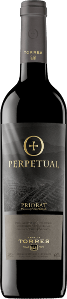 Der Perpetual von Miguel Torresist eine kraftvolle Komposition aus Cariñena und Garnacha Tinta und präsentiert sich in einem tiefdunklen Rot. Dieser Rotwein verwöhnt mit enorm vielschichtigen Aromen nach Beerenfrüchten und Lavendel, eingebunden in angenehme Röstnoten sowie Nuancen nach Sandelholz und moosigem Waldboden. Dieser spanische Rotwein ist rund, weich und vollmundig, mit sehr konzentrierten Noten nach roten Früchten und gut eingebundenen Tanninen. Der Nachhall ist besonders lang und überzeugt mit seiner leichten Frucht. Vinifikation des Miguel Torres Perpetual Die Trauben werden nach der Lese 32 bis 35 Tage eingemaischt und werden temperaturkontrolliert (27 °C) im Edelstahltank vergoren. Dieser Rotwein wird anschließend für 16 Monate in neuen Barriques aus französischer Eiche gereift. Die Flaschenabfüllung erfolgt im April. Speiseempfehlung für den Miguel Torres Perpetual Dieser trockene Rotwein aus Spanien ist ein Hochgenuss zu Wildragouts oder auch zu Wildbraten in dunkler Sauce, medium-gebratenes Rinderfilet mit Kartoffel-Sellerie-Stampf oder auch zu würzigen Käsesorten.
