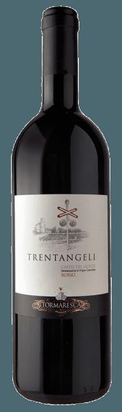 Der Trentangeli Castel del Monte Rosso DOC von Tormaresca leuchtet im Glas in einem intensiven Rubinrot mit violettem Schimmer. An der Nase entfaltet sich ein fruchtiges, komplexes Bouquet mit den Aromen von Kirschen, Brombeeren und Maulbeeren., ergänzt von würzigen Noten von Pfeffer und Lakritze. Dieser Rotwein aus Apulien gefällt durch seine Wärme am Gaumen, er ist reichhaltig mit einer großartigen Struktur und geschmacklichen Nachhaltigkeit. Der Ausbau in Barriquefässern verleiht dieser Cuvée seine enorme Länge und Eleganz, samtige Tannine runden das Geschmackserlebnis ab. Der Abgang ist gefällig und lang anhaltend. Vinifikation des Tormaresca Trentangeli Castel del Monte DOC Die Trauben für diese Cuvée aus Aglianico 70%, Cabernet Sauvignon 20% und Syrah 10% stammen aus den Weinbergen des Weingutes Bocca di Lupo von Tormaresca, nicht weit von Castel del Monte. Die Lese der Trauben erfolgt bei sehr hohem Reifegrad, um einen gehaltreichen Wein zu produzieren. Nach dem Pressen wird der Most in Edelstahltanks in Kontakt mit den Schalen bei 25° Celsius fermentiert, dabei werden diese immer wieder sanft mit dem Most vermischt, um möglichst viel Extrakte aus den Trauben zu gewinnen. Nach dem Abzug von den Schalen wird der Wein in Barriques aus französischer und ungarischer Eiche durchläuft er die malolaktischen Gärung, gefolgt von dem Ausbau über 12 Monate und weiteren 8 Monate Reifung in der Flasche bevor er in den Verkauf kommt. Dieser Wein entstand aus dem Wunsch heraus, Wein-Enthusaissten an die uralte Rebsorte Aglianico heranzuführen und das enorme Potential und Komplexität dieser Rebsorte aufzuzeigen in einer modernen Cuvée. Der Wein stammt aus einem Teil des Weingute, wo sich heute eine Bahnkreuzung befindet, einst ein Ort, an dem die Hirten mit ihren Herden Rast machten auf ihren langen jahreszeitlichen Wanderungen. Der Legende nach, war der Durchgang der Schäfer von dreißig Engeln geschützt, was dem Wein letzendlich den Namen Trentangeli gegeben hat. Speiseempf