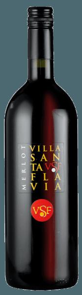 Der Merlot Villa Santa Flavia von Sacchetto erleuchtet in einem hellen Rot. In der Nase offenbaren feine Kirscharomen. Dieser Geschmack verbleibt nachhaltig am Gaumen, wo er sich vollmundig und unkompliziert zeigt. Ein charmanter, harmonischer Roter und ein toller Begleiter zu einer herzhaften italienischen Brotzeit und gegrilltem Fleisch.