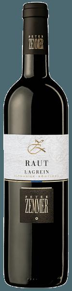 Der im Fass ausgebaute RAUT Lagrein Südtirol aus der Weinbau-Region Trentino-Alto Adige zeigt sich im Glas in leuchtendem Purpurrot. Dieser sortenreine italienische Wein schmeichelt im Glas herrlich ausdrucksstarke Noten von Zwetschken, Schattenmorellen, Lavendeln und Fliedern. Hinzu gesellen sich Anklänge von sonnenwarmes Gestein, Vanille und Waldboden. Dieser trockene Rotwein von Peter Zemmer ist ideal für Weintrinker, die es absolut trocken mögen. Der RAUT Lagrein Südtirol kommt dem bereits recht nah, wurde er doch mit gerade einmal 3 Gramm Restzucker vinifiziert. Ausgeglichenen und komplex präsentiert sich dieser samtige Rotwein am Gaumen. Durch die balancierte Fruchtsäure schmeichelt der RAUT Lagrein Südtirol mit weichem Gaumengefühl, ohne es gleichzeitig an Frische missen zu lassen. Das Finale dieses Rotweins aus der Weinbauregion Trentino-Alto Adige, genauer gesagt aus Alto Adige /Südtirol DOC, begeistert schließlich mit beachtlichem Nachhall. Der Abgang wird zudem von mineralischen Anklängen der von Kalkstein dominierten Böden begleitet. Vinifikation des RAUT Lagrein Südtirol von Peter Zemmer Der balancierte RAUT Lagrein Südtirol aus Italien ist ein reinsortiger Wein, vinifiziert aus der Rebsorte Lagrein. Die Trauben wachsen unter optimalen Bedingungen in Trentino-Alto Adige. Die Reben graben hier ihre Wurzeln tief in Böden aus Kalkstein. Nach der Lese gelangen die Trauben auf schnellstem Wege in die Kellerei. Hier werden Sie sortiert und behutsam gemahlen. Anschließend erfolgt die Gärung im Edelstahltank, kleinen Holz und großen Holz bei kontrollierten Temperaturen. Nach dem Ende der Gärung wird der RAUT Lagrein Südtirol noch für einige Monate in Barriques aus Eichenholz ausgebaut. Speiseempfehlung für den RAUT Lagrein Südtirol von Peter Zemmer Erleben Sie diesen Rotwein aus Italien am besten temperiert bei 15 - 18°C als begleitenden Wein zu Entenbrust mit Zuckerschoten, Kürbis-Auflauf oder Nudeln mit Bratwurstklößchen.
