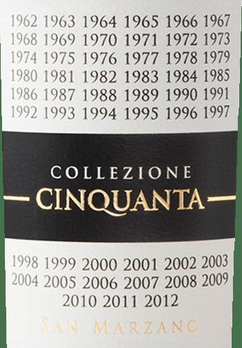 Der Collezione Cinquanta Vino Rosso d'Italia von Cantine San Marzano in Apulien ist eine Hommage an die Vision und die Leidenschaft der Winzer, die vor über 50 Jahren die preisgekrönte Winzergenossenschaft gründeten, um die exzellenten autochtonen Rebsorten der Region zu fördern und daraus ausdruckstarke und nachhaltige Weine zu produzieren. Der Collezione Cinquanta von Cantine San Marzano glänzt Rubinrot im Glas mit purpurnen Reflexen. Das Bukett ist intensiv und komplex, mit fruchtigen Duftnoten von Pflaume und Konfitüre, sowie würzigen Aromen von Vanille und Süßholz. Am Gaumen präsentiert sich dieser kraftvolle Rotwein geschmacksintensiv, von großer Struktur und unglaublich weich. Langer und anhaltender Abgang. Vinifikation des San Marzano Collezione Cinquanta Vino Rosso d'Italia Für diesen beeindruckenden süditalienischen Rotwein werden typische, autochtone Rebsorten der Weinbauregion Salento in Apulien zusammen gekeltert. Die Reben sind ausnahmslos mindestens 50 Jahre alt, wachsen auf skelettreichen, nicht sehr tiefen, mittelschweren Tonmergelböden, im Sommer mit teilweise recht warmen Klimaperioden mit hohem Feuchtigkeitsverlust, auf etwa 100m ü.d.M. Die Trauben werden im September manuell gelesen, wenn sie schon eine leichte Überreife erreicht haben. Nach Entrappung und Kaltmazeration vor der Gärung, folgt die alkoholischer Gärung und die sanfte Pressung und Ausleitung des Weins. Die malolaktische Gärung und der anschließende Ausbau über einen Zeitraum von etwa 12 Monaten finden in Barriques aus hochwertiger französischer Eiche statt. Dieser Rotwein zeichnet sich dadurch aus, dass er seine organoleptischen Eigenschaften, Bukett und Geschmack für 7 Jahre unverändert erhalten kann. Speiseempfehlung für den Collezione Cinquanta San Marzano Vino Rosso d'Italia Genießen Sie diesen exquisiten Italienischen Rotwein der Cantine San Marzano in Apulien zu Gerichten mit rotem Fleisch, Wildgerichten, Pasta mit geschmacksintensiven Soßen. Oder auch als Meditationswein, zu