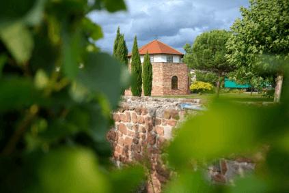 Der Römerturm, die Vinothek des Guts