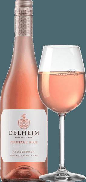 """Der Pinotage Rosé von Delheim Wines zeigt sich in einem lebhaften hellen Pink. Das einzigartig dichte, duftige Bouquet dieses Roséweins aus Südafrika erinnert an einen Früchtekorb, gefüllt mit süßen roten Himbeeren, Cranberries, Walderdbeeren und saftigen hellen Süßkirschen. Am Gaumen präsentiert sich dieser Pinotage Rosé frisch, fruchtig, saftig und rund. Der kackig-frischen Fruchtsäure steht eine dezente, herrlich schmelzige Süße entgegen, was diesen Rosé vom Kap perfekt ausbalanciert. Vinifikation des Pinotage Rosé von Delheim Bereits seit 1976 wird dieser Klassiker gekeltert. Damals schufen Michael """"Spatz"""" Sperling und seine Frau Vera einen echten Klassiker, als sie den Pinotage Rosé im ersten Jahrgang kreierten. Regelmäßige Prämierungen und die mehrfache Auszeichnung als bester Rosé des Jahres (Fachmagazin Weinwirtschaft), haben Ihren Pinotage Rosé zu einer Legende gemacht.Die Pinotage-Trauben für diesen Wein wachsen auf ausdrucksstarken Lehm- und Sandböden in der Gemeinde Muldersvlei Bowl im legendären Anbaugebiet Stellenbosch. Vinifiziert wird der Delheim Rosé zum allergrößten Teil aus der für Südafrika besonders typischen Rotwein-Rebsorte Pinotage, der ein kleiner Anteil duftiger Muscat-Trauben beigefügt wurden. Die Trauben werden von Hand gelesen und vor dem Einmaischen noch einmal selektiert. Anschließend werden die Beeren eingemaischt, der Most nur kurz auf den Schalen belassen und der zart rosarote Most anschließend vergoren. Speiseempfehlung für den Delheim Pinotage Rosé Genießen Sie diesen Rosé solo als Aperitif oder zu Ceviche, gelber Paprikaschaumsuppe, Chorizo-Carbonara und Putengyros. Dieser charmante Rosé wird aus 90% Pinotage und 10% Muscat erzeugt."""