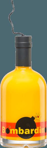Mit demBombardino von Distillerie Trentine kann man es auf jeder Festlichkeit im übertragenen Sinne richtig krachen lassen - denn dieser Cremelikör ist mit einer angedeuteten Zündschnur ausgestattet. In der Likörschale zeigt sich dieser Bombardino in einem satten, dichten Gelb. Am Gaumen ist dieser Likör himmlisch cremig und einfach nur lecker. Dieser Cremelikör wird auf der Basis von Eierlikör mit Rum, Milch und weiteren Zutaten hergestellt (siehe hierzu Lebensmittel Zusatzinformation). Serviervorschlag für denDistillerie TrentineBombardino Dieser Cremelikör aus Italien ist vielseitig verwendbar - Ob pur, auf Eis oder als Teil eines Cocktails. Bitte vor Gebrauch gut Schütteln.