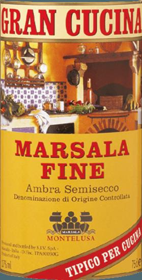 Der Gran Cucina Marsala Fine aus der Feder von BCA 1875 aus Sizilien präsentiert im Glas eine dichte, hellgelbe Farbe. Der BCA 1875 Gran Cucina Marsala Fine zeigt uns am Gaumen einen unglaublich fruchtbetonten Geschmack, was natürlich auch auf sein restsüßes Geschmacksprofil zurückzuführen ist. Das Finale dieses Marsalas aus der Weinbauregion Sizilien, genauer gesagt aus Marsala DOC, überzeugt schließlich mit beachtlichem Nachhall. Vinifikation des BCA 1875 Gran Cucina Marsala Fine Grundlage für den kraftvollen Gran Cucina Marsala Fine aus Sizilien sind Trauben aus den Rebsorten Catarratto, Grillo und Inzolia. Wenn die perfekte physiologische Reife sichergestellt ist werden die Trauben für den Gran Cucina Marsala Fine ohne die Hilfe grober und wenig selektiver Vollernter ausschließlich händisch geerntet. Speiseempfehlung zum BCA 1875 Gran Cucina Marsala Fine Erleben Sie diesen Marsala aus Italien am besten temperiert bei 15 - 18°C als Begleiter zu Holunderblüten-Joghurt-Eis mit Zitronenmelisse, Nudeln mit Bratwurstklößchen oder pikantes Curry mit Lamm.
