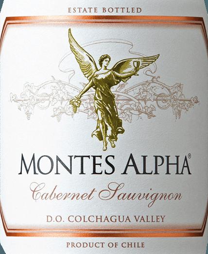 Der Montes Alpha Cabernet Sauvignon ist eine wundervolle Rotwein-Cuvée aus Cabernet Sauvignon (90%) und Merlot (10%). Im Glas erfreut dieser chilenische Rotwein mit einer kräftig rubinroten Farbe.Das elegante, komplexe und intensive Bouquet entfaltet kräftige Aromen nach Veilchen und roten Früchten - insbesondere Herzkirsche - sowie Noten nach Brombeere, Schokolade und schwarzem Pfeffer mit einem Hauch Zigarrenbox. Vanille-, Karamell- und Kaffeenoten der Eichenholzreife komplettieren die Aromen der Nase. Am Gaumen überzeugt dieser finessenreiche und ausgezeichnete Rotwein aus Chile mit einer wunderbaren Balance, einer großartigen Struktur, einem mittleren Körper sowie festen und runden Tanninen. Dieser Rotwein schließt mit einem langen und anhaltenden Nachhall. Vinifikation des Cabernet Sauvignon Montes Alpha Sowohl die Cabernet Sauvignon als auch die Merlot Trauben werden von Hand bei optimaler Reife gelesen. Nach der vollständigen Entrappung werden die Trauben getrennt voneinander eingemacht und vergoren. Nach der alkoholischen Gärung folgt eine ausgedehnte Maischestandzeit. Dadurch erhält dieser Rotwein seine kräftigen Aromen, intensive Farbe und herrlichen Tannine. Der Ausbau für diesen Rotwein findet für 12 Monate in Barriques aus französischer Eiche statt. Erst bei der Flaschenabfüllung wird der Montes Alpha Cabernet Sauvignon mit dem 10-prozentigen Anteil von Merlot harmonisch abgerundet. Speiseempfehlung für den Montes Alpha Cabernet Sauvignon Dieser trockene Rotwein aus Chile ist ein idealer Begleiter zu Pasta mit Bolognese Sauce, rotem Fleisch, gebratenem Kalbskoteletts mit Cabernet Sauce, Schweinerippchen, mongolischem Rind und dunkler Schokolade.