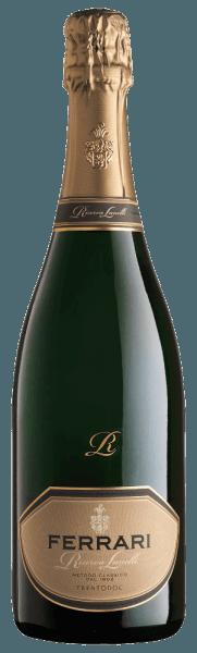Dieser Jahrgangs-Spumante mit seiner außergewöhnlichen Struktur, stellt eine faszinierende Verbindung von Innovation und Tradition dar. Der Ferrari Riserva Lunelli von Ferrari präsentiert sich von einer Eleganz, die durch die lange Holzlagerung ihre harmonische Komplexität und unwiderstehlichen Reichtum verliehen bekommt. Er betört durch seinen Reichtum, seine Fruchtigkeit und das perfekte Gleichgewicht. Ein besonders nachhaltiges Finale rundet diesen schmeichelnden Schaumwein ab. Auszeichnungen für denFerrari Riserva Lunelli von FerrariGambero Rosso: 3 Gläser 2016Wine Spectator: 90 PunkteBibenda: 5 TraubenWine Enthusiast: 92 PunkteParker Punkte - Wine Advocate: 93 Pkt. (Jg. 2006)